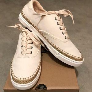 EUC UGG Eyan II Sneakers - Size 8